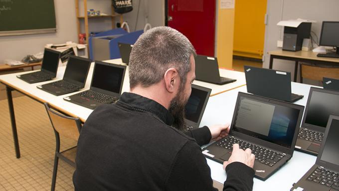 Des ordinateurs tout neufs dans les écoles