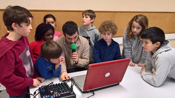 Découverte de la radio pour les enfants scolarisés à Saint-Ex